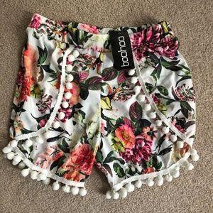 NWT! Boohoo Floral Pom Pom Trim Shorts